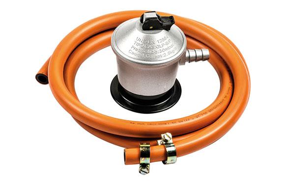 Regulador gas con manguera 30 mbars 1,5 mt+2 abrazaderas